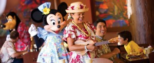 aulani dining minnie mouse and musician at makahiki